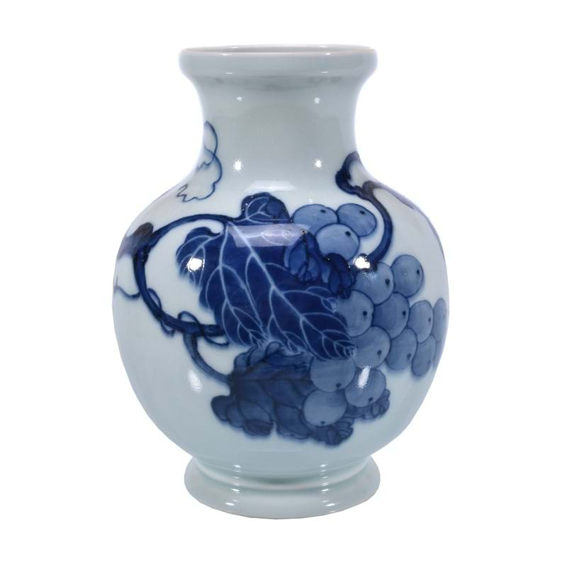 An unusual Chinese blue and white 'grape' vase, 20th century