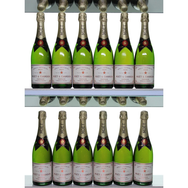 1971 Moët et Chandon, 12 x 75cl
