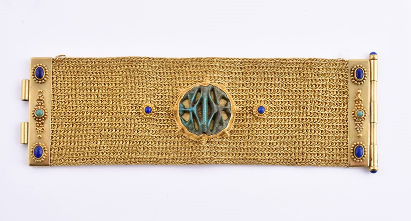 Inline Image - Gold mesh bracelet with an Egyptian faience of the Multiple Eyes of Horus, 19th Dynasty, 1305 – 1080BC (originally exhibited Tambaran Gallery, New York November 1989 – January 1990)