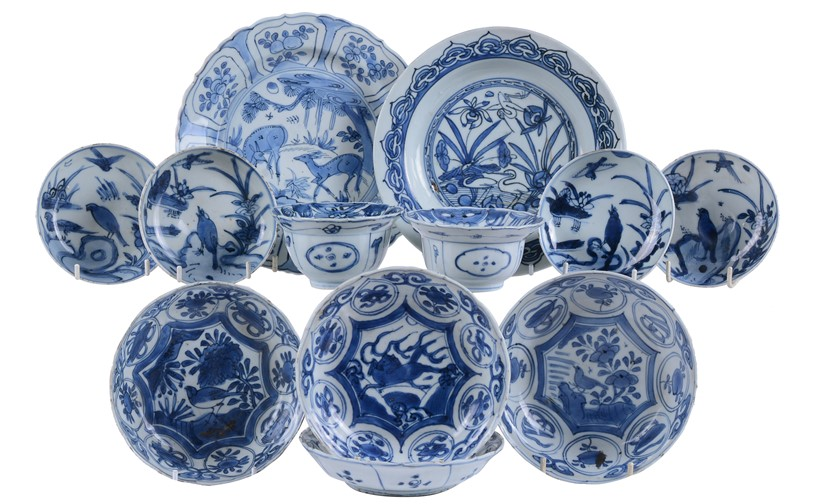 Inline Image - Lot 311: A group of twelve Chinese blue and white 'Kraak' bowls and dishes, Wanli. Provenance: Property of a Gentleman | Est. £500-800 (+fees)