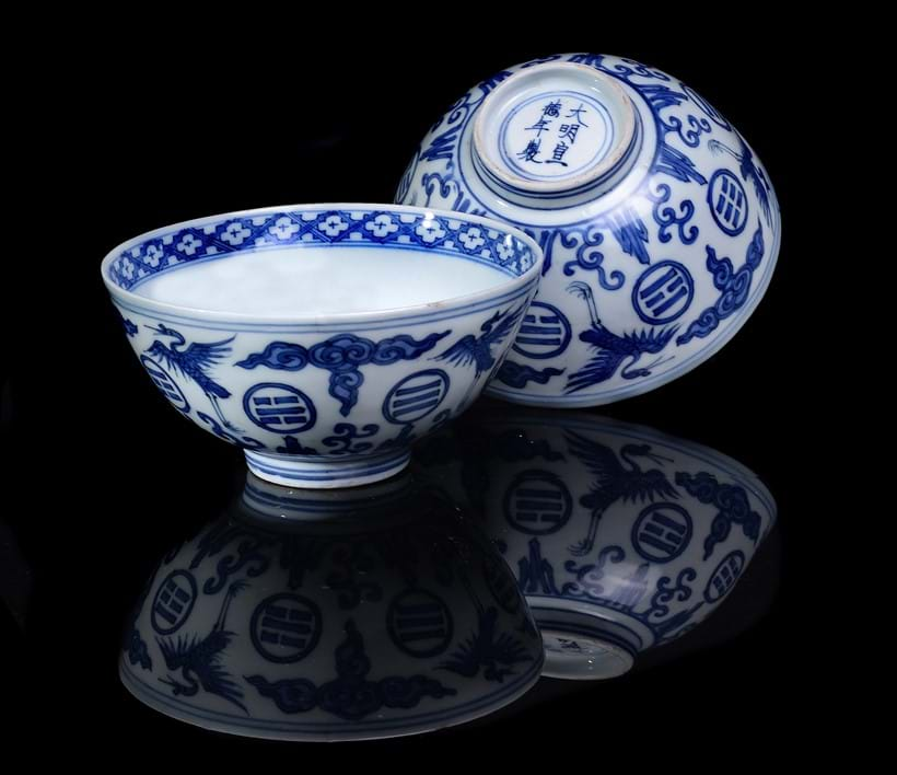 Inline Image - Lot 318: A pair of rare Chinese blue and white 'Crane and Trigram' bowls, Wanli period (1572-1620| Est. £6,000-8,000 (+fees)