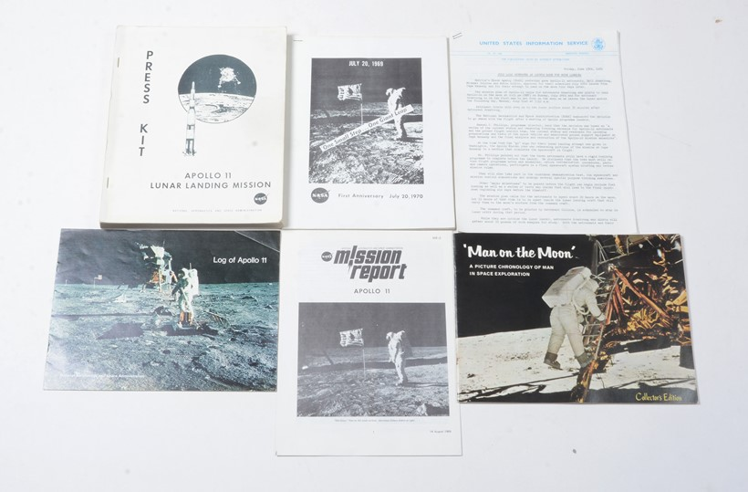 Inline Image - Lot 40: A group of original NASA press releases and other associated printed booklets related to the historic moon landing mission | Est. £200-300 (+fees)