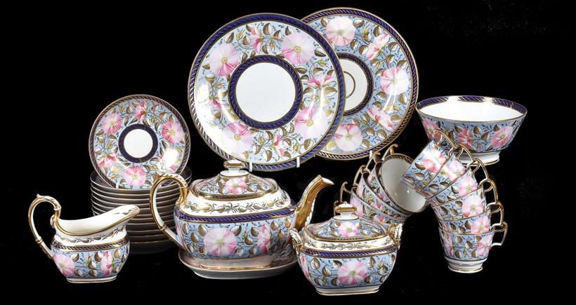 Inline Image - Lot 431: A John Rose Coalport 'London' part tea service, circa 1812 | Est. £700-900 (+fees)