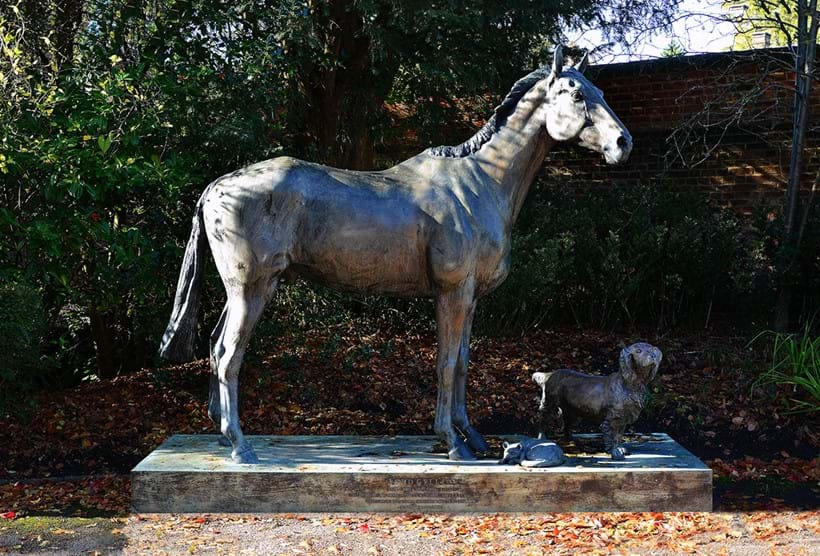 Inline Image - Lot 878: λ Caroline Wallace (British), Lord Gyllene, 1999, an impressive patinated bronze model of a race horse | Est. £30,000-50,000 (+fees)