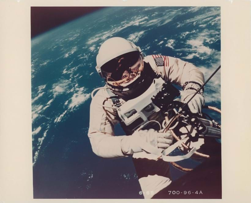 Inline Image - Lot 31: Gemini 4. The first still photograph of a human in space taken during the first American spacewalk | Est. £1,000-2,000 (+fees)